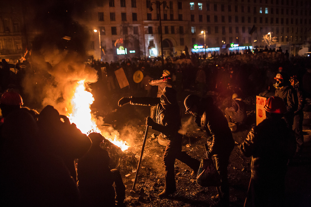 KIEV, UKRAINE - JANUARY 24: Anti-government protesters hurl Molotov cocktails and burn tires during clashes with police on Hrushevskoho Street near Dynamo stadium on January 24, 2014 in Kiev, Ukraine. After two months of primarily peaceful anti-government protests in the city center, new laws meant to end the protest movement have sparked violent clashes in recent days. (Photo by Brendan Hoffman/Getty Images) *** Local Caption ***
