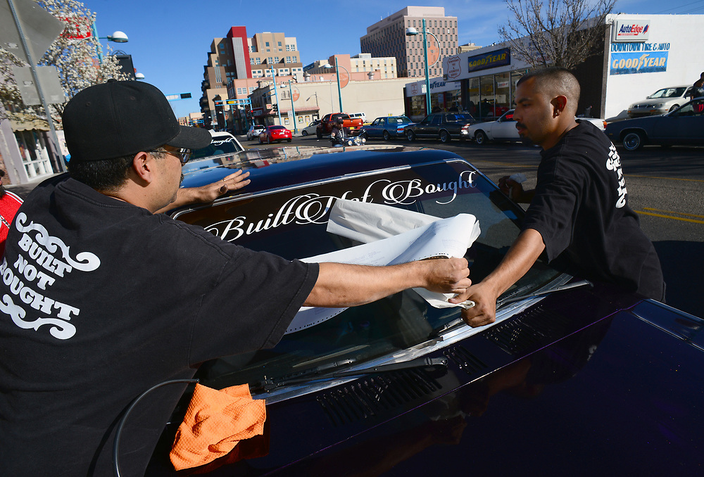 apl031217l/LIVING/pierre-louis/JOURNAL 031217<br /> Ben Baros ,, left gets a helping hand from Henry  Saavedra,, to put up a club banner on Baros' 1986 Mazda  B2000 pick up truck windshield    . Photographed  on Sunday March 12, 2017. .Adolphe Pierre-Louis/JOURNAL