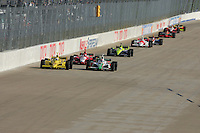 Tony Kanaan leads at the Nashville Superspeedway, Firestone Indy 200, July 16, 2005