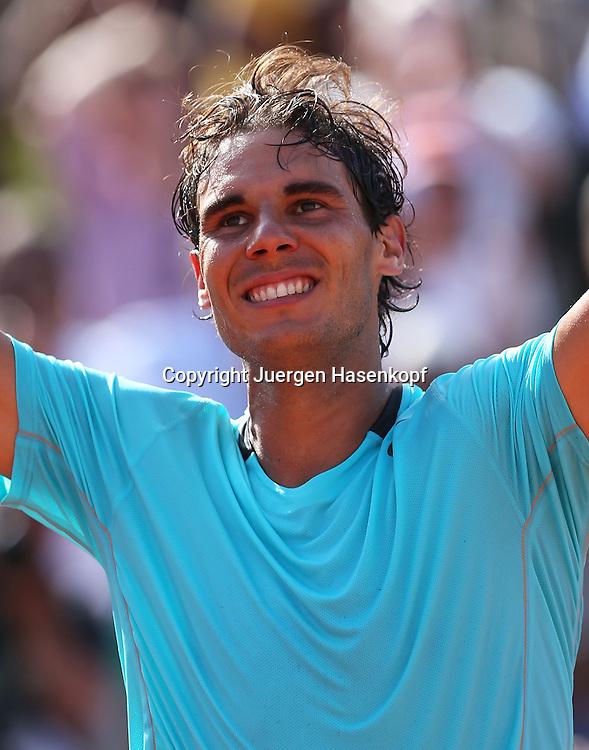 French Open 2014, Roland Garros,Paris,ITF Grand Slam Tennis Tournament, Herren Halbfinale,Rafael Nadal (ESP)  jubelt nach seinem Sieg,Jubel,<br /> Emotion,Freude,Einzelbild,Halbkoerper,Querformat,Portrait,