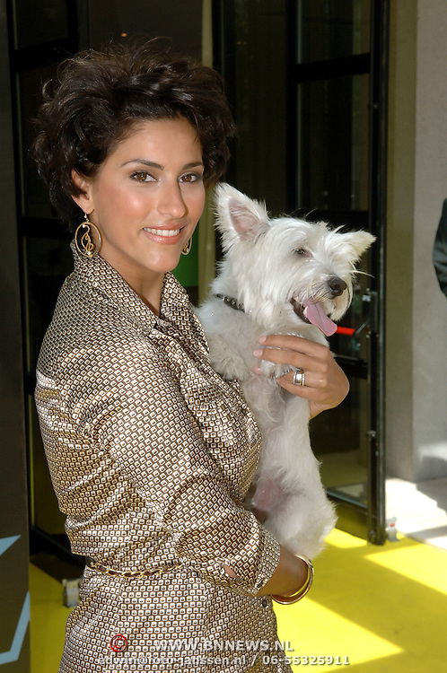 NLD/Amsterdam/20060716 - Opening Cesar Wellness Centre voor honden, Kristina Bozlovic en hond