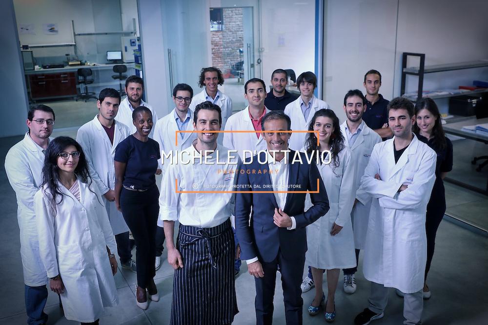 Foto di gruppo del personale ARGOTEC, al centro lo chef Stefano Polato e David Avino.