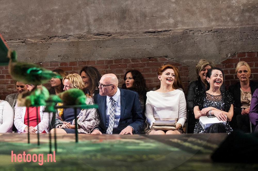 Nederland, enschede, 29nov2014 Fashionight (modeshow en veiling en verloting) in Museum Twense Welle  te enschede. Opbrengst  van € 2500 kwam ten goede aan de enschedese voedselbank. De avond werd georganiseerd door F.E.I.T. (Formidabel Enschedees Initiatieven Team) Museumdirecteur van de TwentseWelle Kees van der Meiden, burgemeester Michael Sijbom van Losser (tevens presentatie) oud-raadslid Peter van der Vloet en directeur TV Enschede FM Flip van Willigen liepen in spannende kleding op de catwalk.