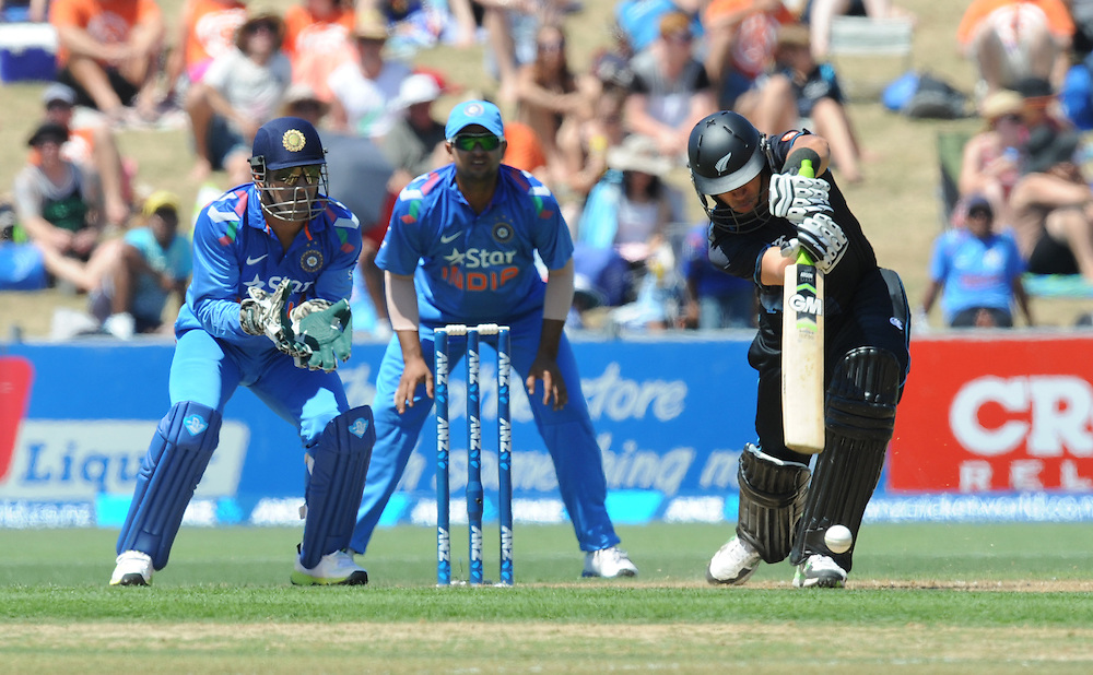 New Zealand's Ross Taylor, right, bats in front of India's MS Dhoni in the first one day International cricket match, McLean Park, New Zealand, Sunday, January 19, 2014. Credit:SNPA / Ross Setford