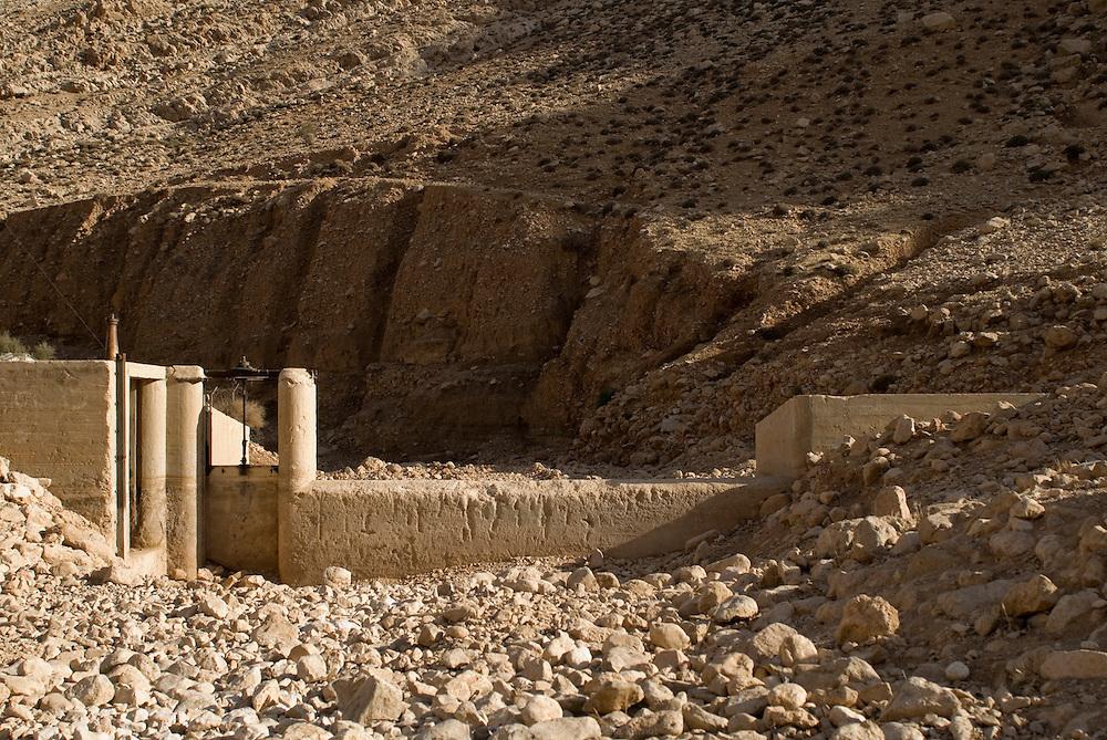 La source d'Auja a été dramatiquement asséchée, conséquence de l'implantation des puits de Mekorot, la compagnie israélienne des eaux, et plus récemment, du changement climatique. Auja, Territoires Palestiniens Occupés / West Bank, mai 2011