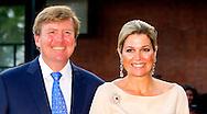 AMSTERDAM  - Koning Willem-Alexander en Koningin Máxima wonen zondagavond 1 juni 2014 de openingsvoorstelling van de 67e editie van het Holland Festival bij in het Nationale Opera & Balletgebouw in Amsterdam. COPYRIGHT ROBIN UTRECHT