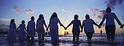 Montevideu, Uruguai    02/Fev/2006.Festa de Iemanja na Playa Ramirez, em Montevideu/ Devotees of the Afro-Brazilan  sea-goddess, Yemanja, during the celebrate day.Foto Marcos Issa/Argosfoto