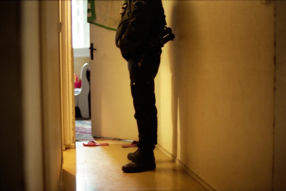 Beaucoup des interventions du GAT dans la cit&eacute; des Tarter&ecirc;ts sont li&eacute;s &agrave; des violences familiales.<br /> <br /> Many of the GAT interventions in the Tarteret neighbourhood are domestic violence related.