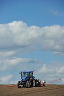 06/05/15 - MARINGUES - PUY DE DOME - FRANCE - Premiers semis de mais semence de plants femelles - Photo Jerome CHABANNE