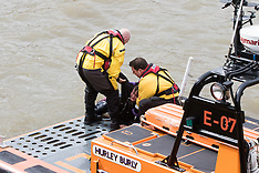 2017-03-29 Dramatic RNLI rescue of person in River Thames