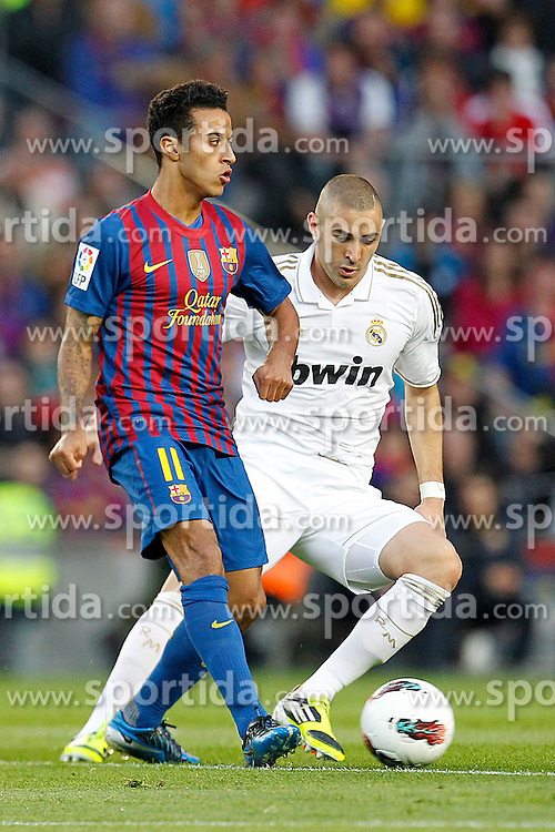 21.04.2012, Stadion Camp Nou, Barcelona, ESP, Primera Division, FC Barcelona vs Real Madrid, 35. Spieltag, im Bild Barcelona's Thiago Alcantara and Real Madrid's Karim Benzema // during the football match of spanish 'primera divison' league, 35th round, between FC Barcelona and Real Madrid at Camp Nou stadium, Barcelona, Spain on 2012/04/21. EXPA Pictures © 2012, PhotoCredit: EXPA/ Alterphotos/ Cesar Cebolla..***** ATTENTION - OUT OF ESP and SUI *****