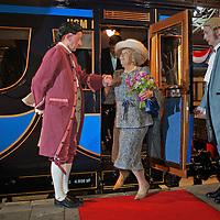 Nederland, Utrecht,14-04-2010 Utrecht - Koningin Beatrix heeft woensdag per trein de tentoonstelling Royal Class, vorstelijk reizen in het Spoorwegmuseum in Utrecht geopend. Met haar eigen koninklijke rijtuig, de Sr10, reisde ze vanaf station Den Haag Hollands Spoor. .In het Spoorwegmuseum zijn voor het eerst koninklijke treinen uit heel Europa op één tentoonstelling te zien. Er zijn treinen, rijtuigen en interieurs uit onder meer Engeland, België, Portugal, Duitsland, Oostenrijk, Zweden en Tsjechië. Ook de treinen van Beatrix en koningin Juliana en Prins Bernard zin te zien.FOTO: Gerard Til / Hollandse Hoogte