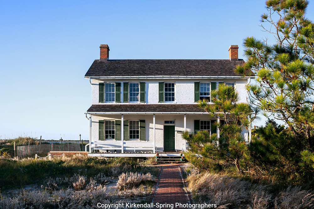NC00866-00...NORTH CAROLINA - Lighthouse keepers house at Cape Lookout National Seashore on the South Core Banks.
