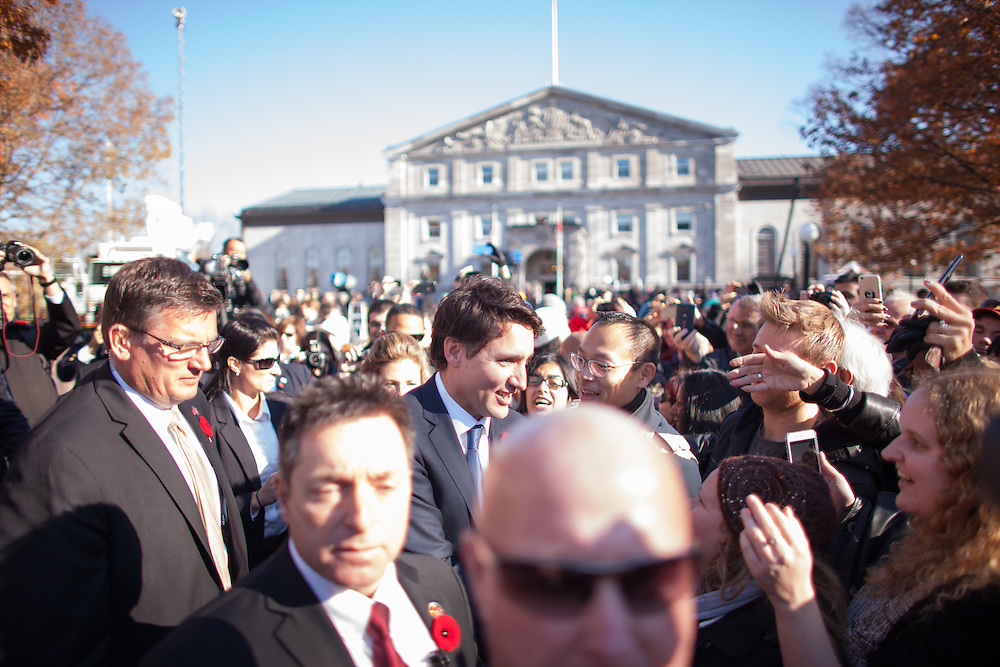 Prime Minister Justin Trudeau greets the crowd outside Rideau Hall after being sworn in as Canada's 23rd Prime Minister in Ottawa, Ontario, November 4, 2015.<br /> AFP PHOTO/ GEOFF ROBINS