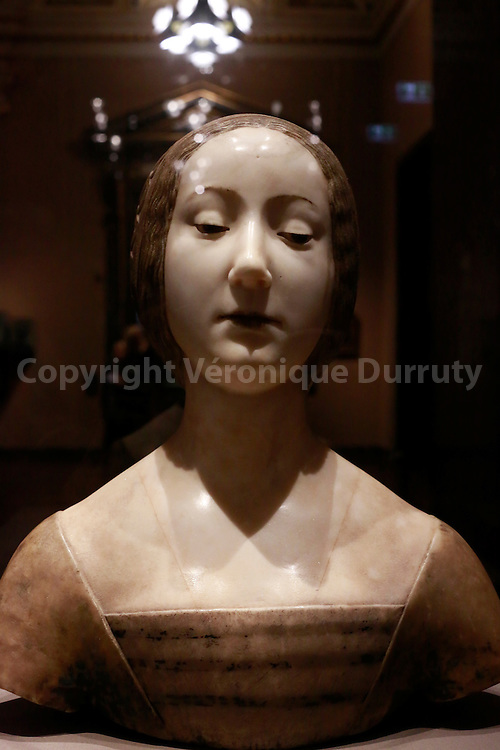 Female Bust, ideal portrait of Laura, Francesco Laurana, end of the 15th century, Kunsthistorisches Museum, Vienna, Austria // Buste de famme, portrait ideal de Laura, Francesco Laurana, fin du 15eme siecle, Kunsthistorisches Museum, Vienne, Autriche