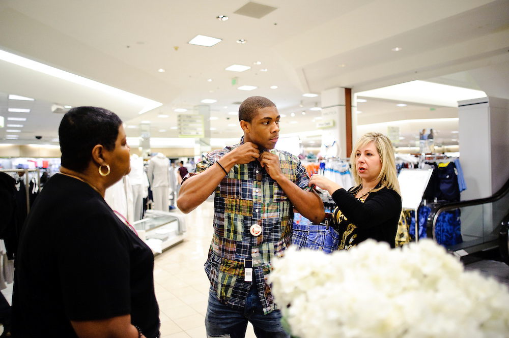 (staff photo by Matt Roth)..Ryan Raines.Atholton senior.Make A Wish Foundation.Shopping Spree.Towson Town Center .Thursday, April 29, 2010.Hodgkin's lymphoma.remission ..