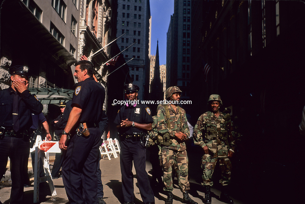 New York 9/11.  The national guard control in Wall street area, after the terorist attack on world trade center towers in Manhattan  New york  Usa /   la garde nationale , controle dans le quartier de Wall street, apres l'attaque terroriste sur les tours du world trade center a Manhattan  New york  USA