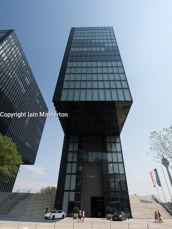 Modern hyatt regency design hotel in medienhafen or media for Designhotels in deutschland