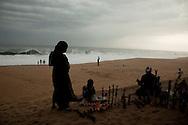 Craft vendors on a beach near Abidjan, Ivory Coast. Photo Tiago Miranda/4SEE  30/08/2013 NO SALES IN PORTUGAL