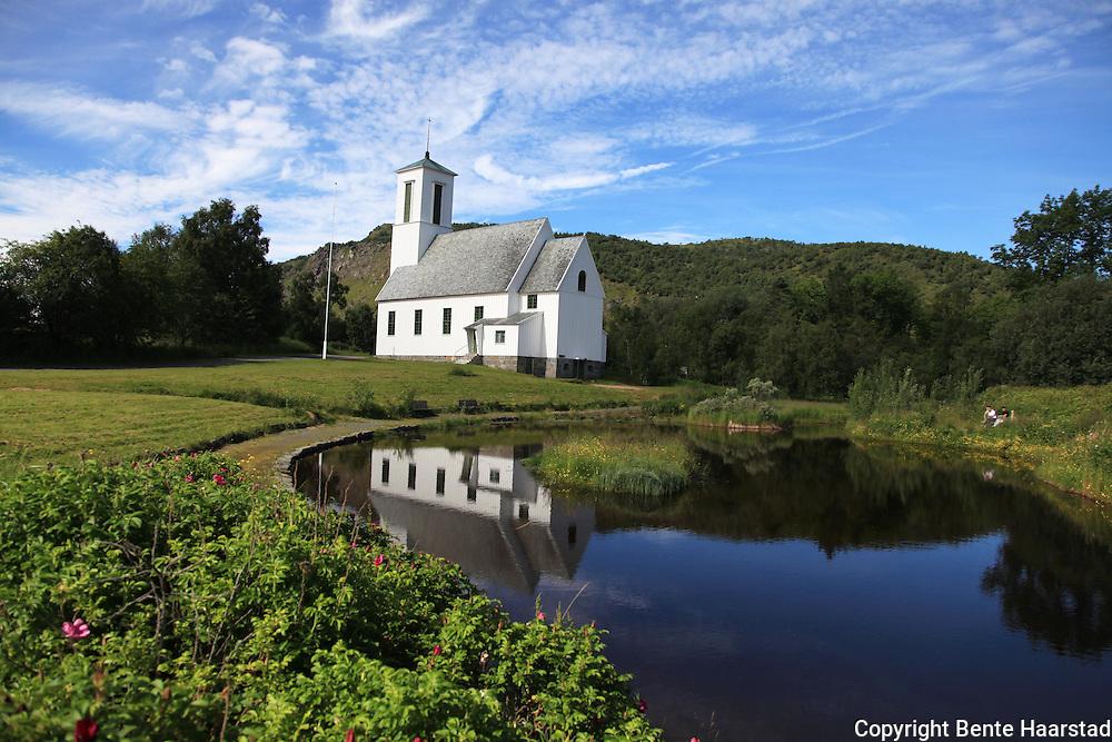 Melbu kirke, Hadsel i Vesterålen i Nordland. er ei langkirke i tre. Den ble innviet i 1938 og har 250 plasser. Arkitekt for kirka var Harald Sund.