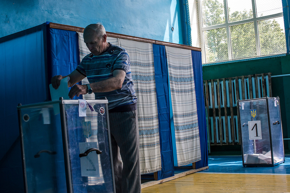 ULYANOVKA, UKRAINE - MAY 25: A man at a polling station casts his ballot in Ukraine's presidential election on May 25, 2014 in Ulyanovka, Ukraine. The elections are widely viewed as crucial to taming instability in the eastern part of the country. (Photo by Brendan Hoffman/Getty Images) *** Local Caption ***