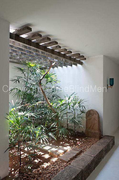 Sri lanka geoffrey bawa 39 s colombo home at 33rd lane for Courtyard designs sri lanka