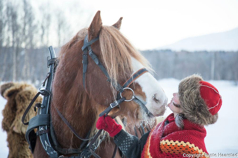 Hestekjørere fra Valdres, Møre og Beitostølen er med hestekjørerne fra Tydal i kanefarten over fjellet til Rørosmartnan. Noe de har gjort i mange år.
