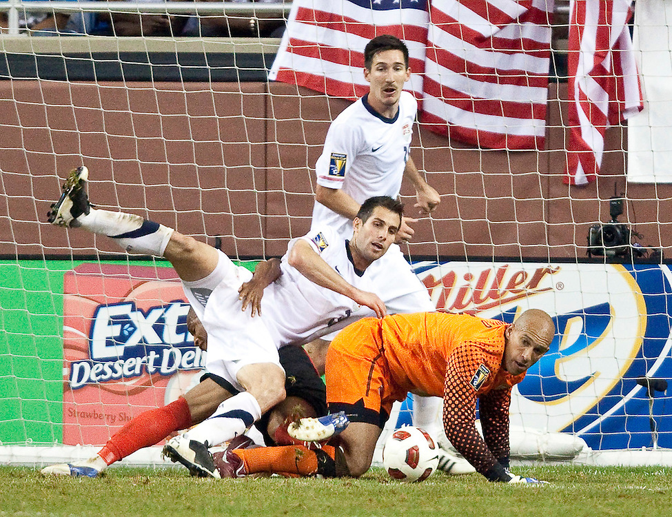 GR8016 -20110607- Detroit, Michigan,USA<br /> US goal keeper Tim Howard keeps his eye on the ball during the second half of their CONCACAF match against Canada at Ford Field in Detroit Michigan, June 7, 2011. The United States won 2-0.<br /> AFP PHOTO/Geoff Robins