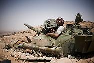 LIBYAN ARAB JAMAHIRIYA, Nalut : A Libyan rebel fighter on the front line by near the southwest village of Gazaia as rebels attack forces loyal to Moamer Kadhafi, on July 28, 2011.ALESSIO ROMENZI
