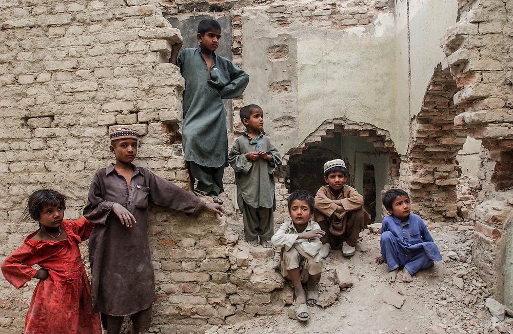 Afghans recent returnees live in the ruins of a bombed out building with no running water  or access to health care in central Kabul, Afghanistan August 3, 2002.  (Photo  by Ami Vitale)