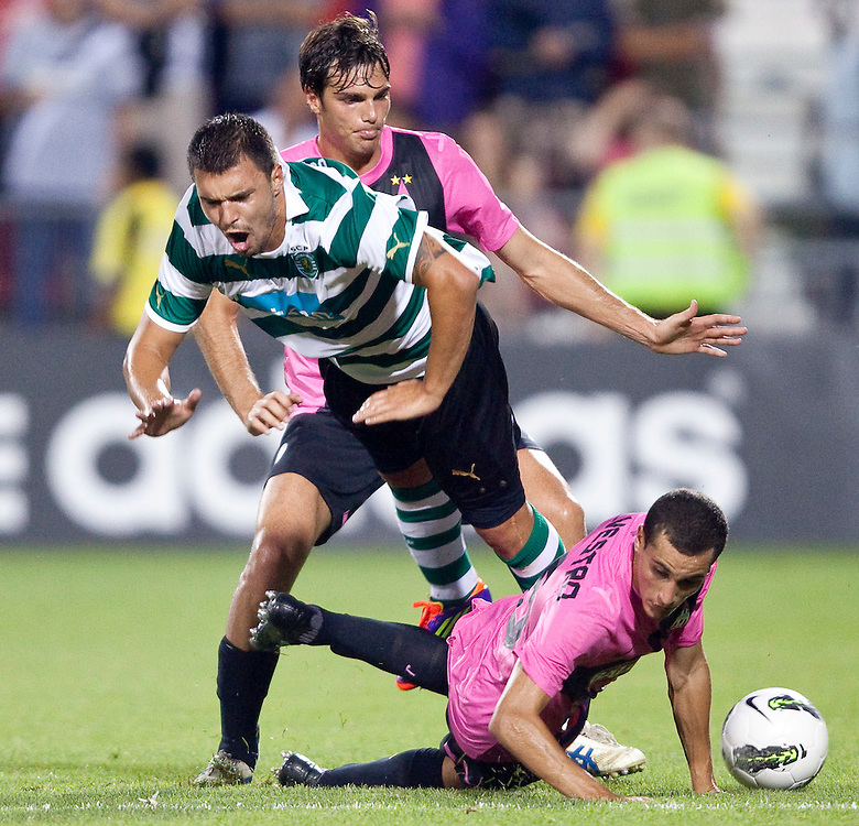 -20110723- Toronto, Ontario,Canada--<br /> Elio De Silvestro of Juventus F.C. slides into Sporting Clube de Portugal's Valeri Bojinov during the second half of a friendly, part of the Herbalife World Football Challenge, at BMO field in Toronto, Ontario, July 23, 2011.  Sporting Clube de Portugal defeated Juventus 2-1.<br /> AFP PHOTO/Geoff Robins