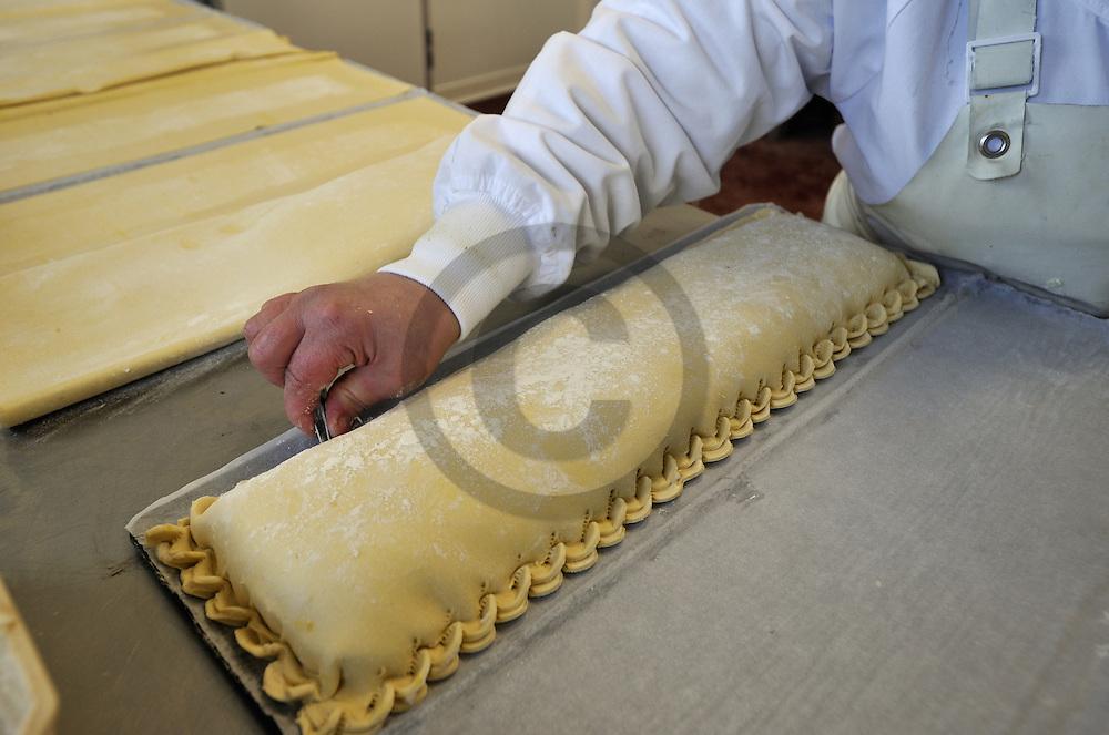 08/01/08 - VOLVIC - PUY DE DOME - FRANCE - Entreprise de decoupe et de transformation de produits carnes PORCENTRE. Atelier traiteur - Photo Jerome CHABANNE