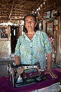 """Sra. Modesta Lara del rancho Cuedas, se dedica a la elaboración de """"Cueras"""", la vestimenta tradicional del ranchero sudcaliforniano, elaborada con piel de res o de venado que les protege de las espinas al andar a caballo en la sierra."""