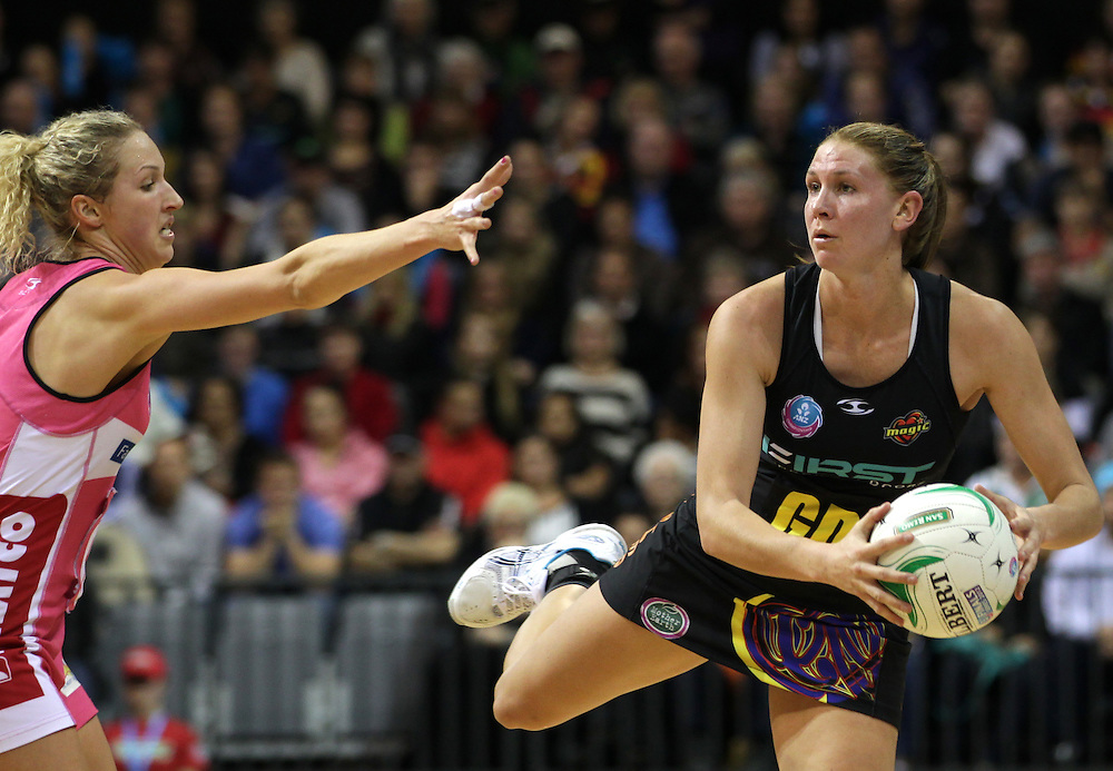 Thunderbirds' Erin Bell defends against Magic's Casey Williams in the minor semi final of the 2012 ANZ Netball Championship, Claudelands Arena, Hamilton, New Zealand, Monday, July 09, 2012.  Credit:SNPA / David Rowland