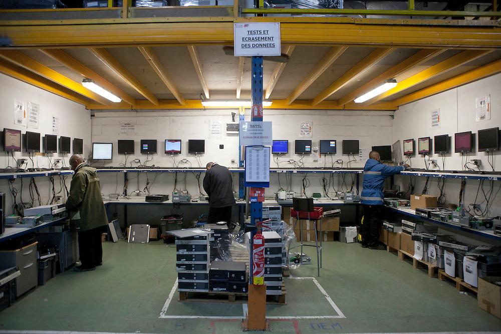 Atelier sans frontières, association d'insertion par l'activité économique dont la mission principale est la revalorisation informatique et qui développe une activité de logistique de stock en parallèle, Bonneuil-sur-Marne.