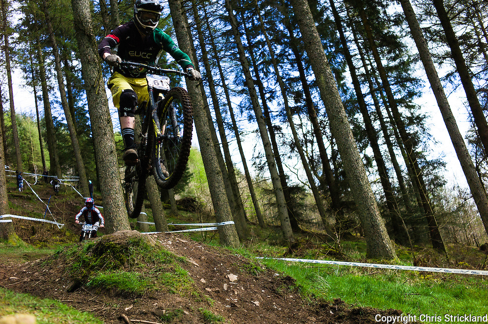 Ae Forest, Dumfries, Scotland, UK. 25th April 2015. Downhill Mountain Bikers take on the 7Stanes course at Ae during the Scottish Downhill Association racing.