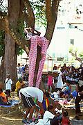 Karibik Trinidad Dragon Stelzenschule Keylemanjahro School of Arts and Culture Suedamerika Stelzen Karneval in Trinidad Carnival soziales Projekt HF; (Farbtechnik sRGB 55.6 MByte vorhanden) English Moko Jumbies Caribbean West Indies Trinidad Dragon stilt walking school Keylemanjahro School of Arts and Culture South America carnival in Trinidad social project  image from the book MOKO JUMBIES The Dancing Spirits of Trinidad by laif photographer Stefan Falke page 134 Geography / Travel S?damerika Karibik Trinidad Tobago
