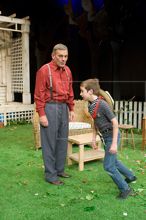 Beck Taylor & Jeffrey Thomas in All My Sons at Circa Theatre.