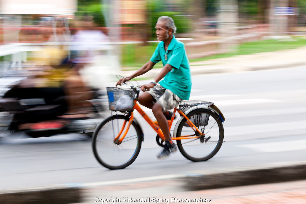 TH00125-00...THAILAND - Bicycle transportation in the historical town of Ayutthaya.