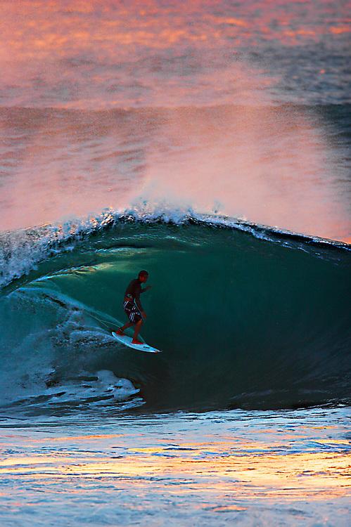 surfing Hawaii pipe-line,surf photo,surf art