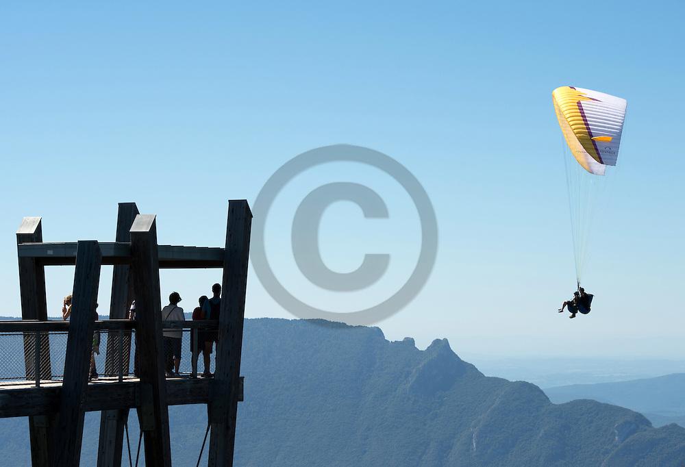 23/08/16 - AIX LES BAINS - SAVOIE - FRANCE - La Dent du Chat vu du belvedere du Mont Revard - Photo Jerome CHABANNE