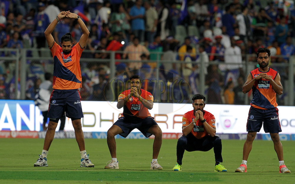 Rising Pune Supergiants players warm up before the start of the match 1 of the Vivo Indian Premier League ( IPL ) 2016 between the Mumbai Indians and the Rising Pune Supergiants held at the Wankhede Stadium in Mumbai on the 9th April 2016<br /> <br /> Photo by Vipin Pawar/ IPL/ SPORTZPICS