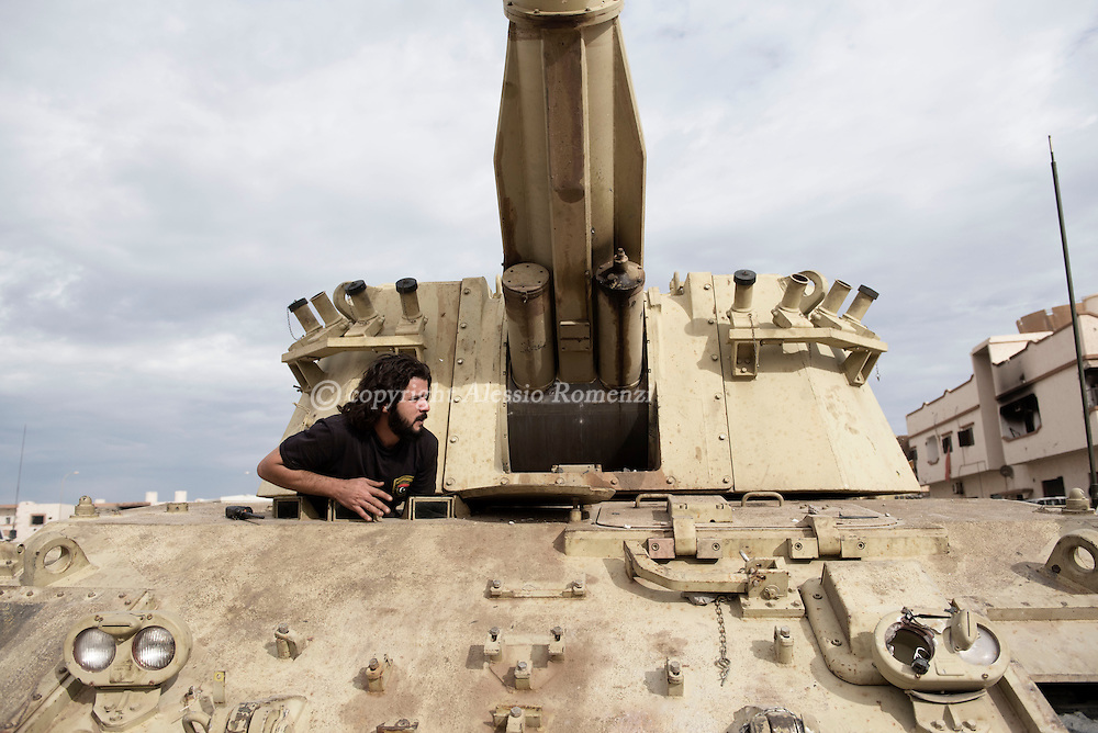 Libya, Sirte: A tank driver of the Libyan forces affiliated to the Tripoli government is seen as he prepares the vehicle for the attack against ISIS resistance in Al Jiza neighbourhood on November 26, 2016.  Alessio Romenzi
