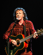 """Donovan  2007..in concert for the David Lynch Foundation for Consciousness-Based Education and the David Lynch book """"Catching The Big Fish: Meditation, Consciousness and Creativity"""" at the Kodak Theatre in Hollywood, January 21st 2007...Photo by Chris Walter/Photofeatures"""
