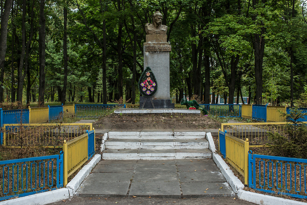 SEMYONOVKA, UKRAINE - SEPTEMBER 13, 2015: A statue of Ukrainian writer Taras Shevchenko, who is viewed as something of a national hero in Ukraine, in a park in Semyonovka, Ukraine. A statue of Vladimir I. Lenin, which was taken down from the town square in the immediate aftermath of the collapse of the government of President Viktor Yanukovych in February 2014, was erected again in a new, more discreet, location two months later based in part by a petition to the city council submitted by the local Communist party. A new decommunization law has stirred criticism as being a diversion from more pressing issues of war and the economy. CREDIT: Brendan Hoffman for The New York Times