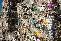 03 JAN 2012, BERLIN/GERMANY:<br /> Wertstoff Weissblech nach der Sortierung, Sortieranlage fuer Anfall / Wertstoffe aus der Gelben Tonne, Alba Recycling GmbH, Berlin-Mahlsdorf<br /> IMAGE: 20120103-01-023<br /> KEYWORDS: Wertstoffe, Recycling, Alba Group, Urban Mining, Gelber Sack, Gruener Punkt, Gr&uuml;ner Punkt, Duales System, Muell. M&uuml;ll. Verwertung