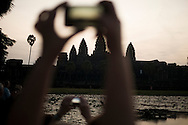 Turists watch the sunrise in Ankor Wat Temple, in Siem Reap, Cambodia. PHOTO TIAGO MIRANDA