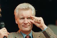 02 SEP 1995, HAMBURG/GERMANY:<br /> Henning Voscherau, SPD, Buergermeister Hamburg, waehrend dem Sommerfest der SPD<br /> IMAGE: 19950902-01/01-05<br /> KEYWORDS: B&uuml;rgermeister
