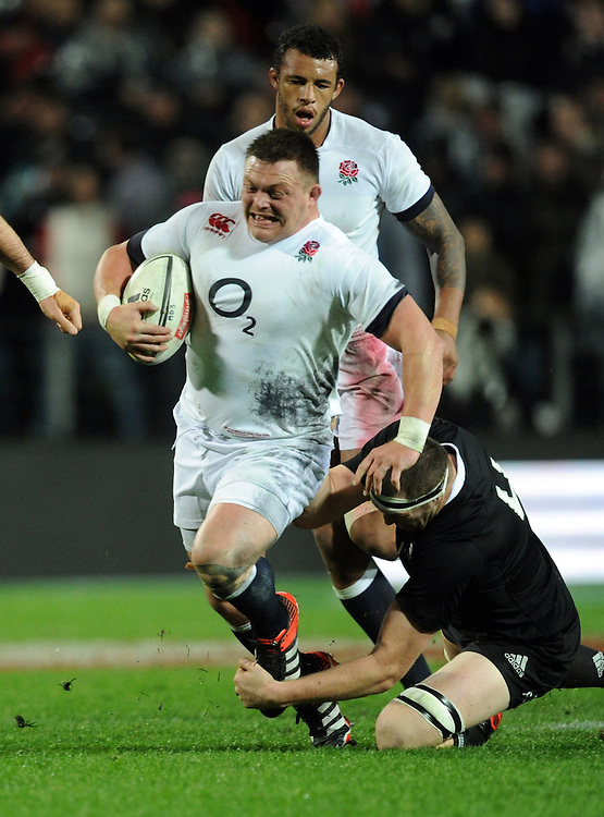 England's David Wilson slips the tackle of New Zealand's Brodie Retallick in the third International Rugby Test at Waikato Stadium, Hamilton, New Zealand, Saturday, June 21, 2014. Credit:SNPA / Ross Setford