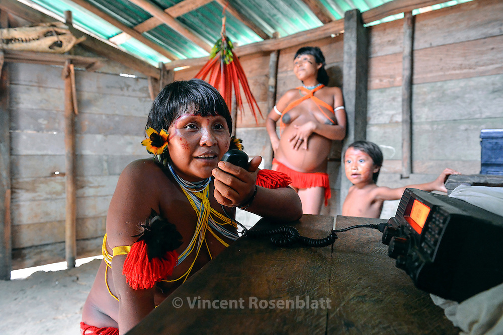 In the whole Yanomami Land, there´s no Internet, no telefone or celular comunications. The radio rules between the villages and to make contact outside the territory.